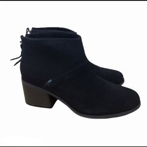 Toms lacy up ankle booties